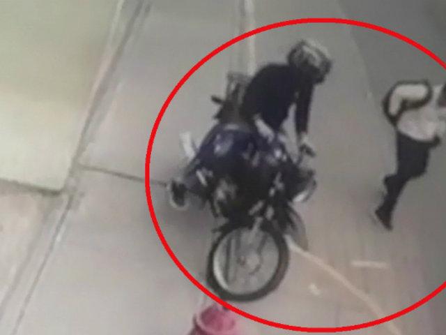 Rímac: delincuente en moto persigue a adolescente para robarle su celular