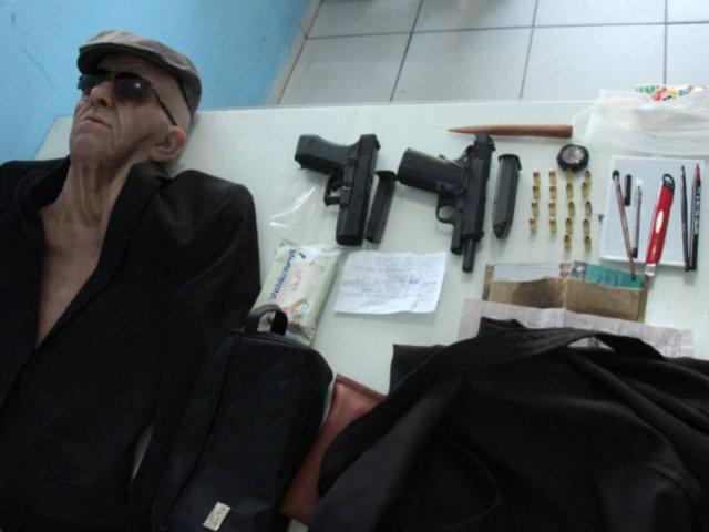 Hombre intenta robar un banco disfrazado de anciano