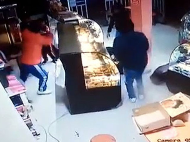 Ventanilla: asaltan panadería y se llevan dinero de trabajadores y clientes