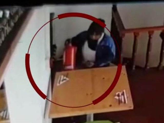 Surco: captan a sujeto robando extintores de un restaurante