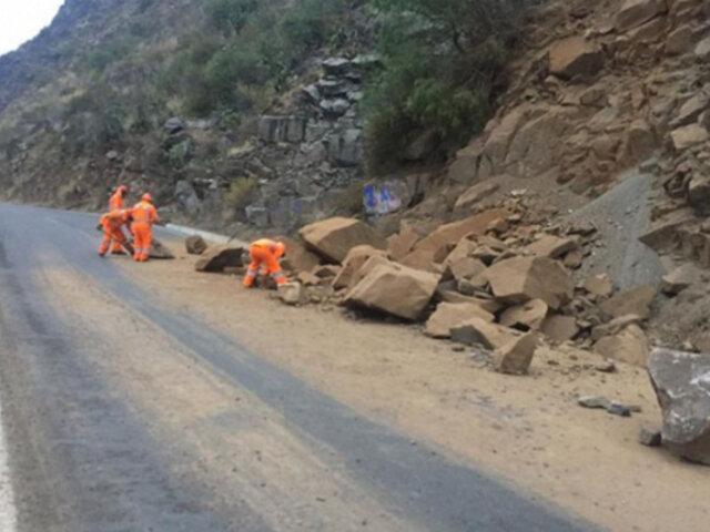Sismo en Huancayo provocó deslizamientos en carretera a Huancavelica