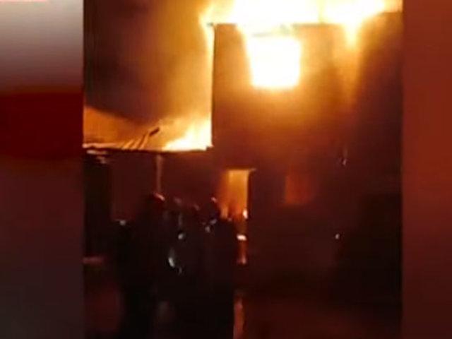 Barrios Altos: bomberos luchan por controlar incendio en quinta