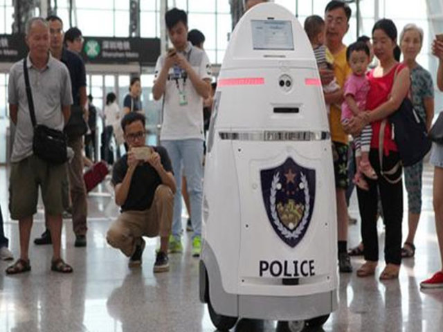China: presentan primera flota de robots policías