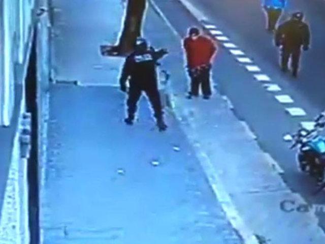 VIDEO: policía fue detenido  por matar a revoltoso de una patada