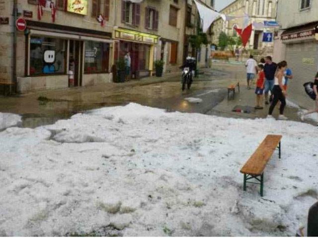 Francia: caída de granizo del tamaño de pelotas de golf dejó múltiples daños