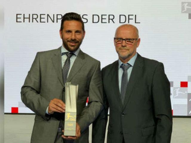 Premiaron a Claudio Pizarro por su larga trayectoria en el fútbol de Alemania