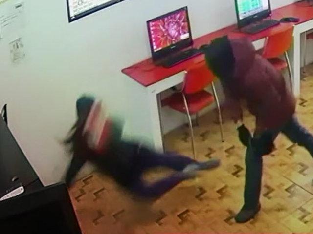 Ventanilla: empleada quita máscara a ladrón y descubre que era un cliente