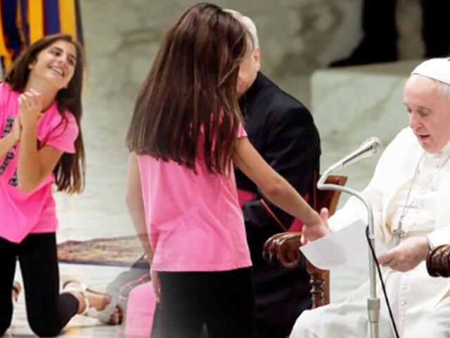 Papa Francisco conmueve al mundo con tierno gesto hacia una niña