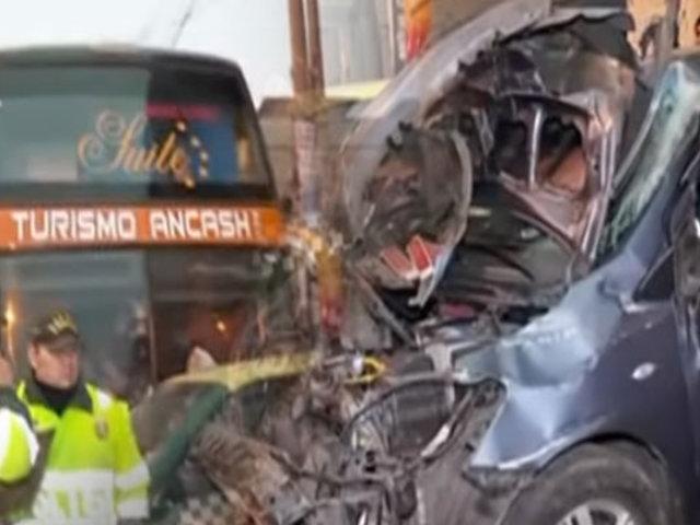 La Victoria: bus interprovincial chocó a seis vehículos estacionados
