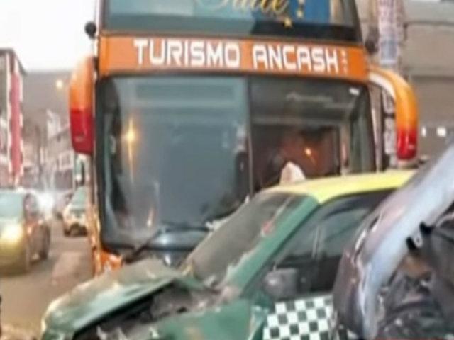 La Victoria: falla mecánica en bus interprovincial habría provocado choque múltiple