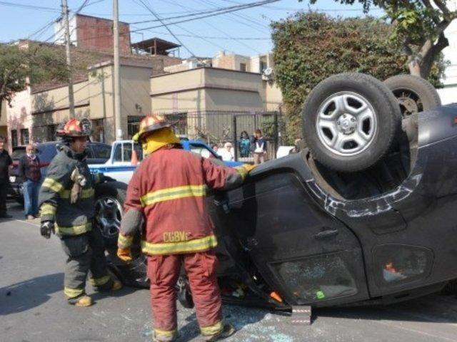 Jesús María: camioneta terminó con las llantas arriba tras dar varias vueltas de campana
