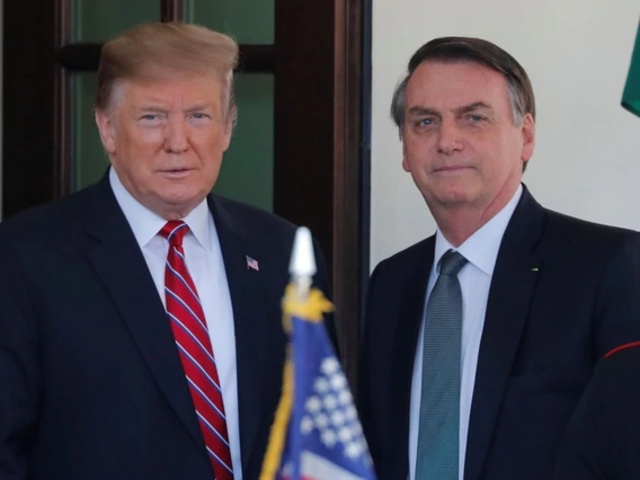 Donald Trump ofrece ayuda a Bolsonaro para combatir incendios en la Amazonía