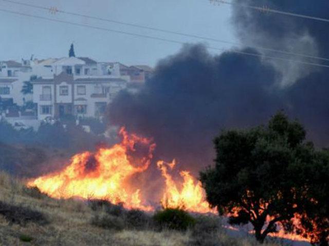 España: fuego consume 300 hectáreas en Marbella por incendio forestal