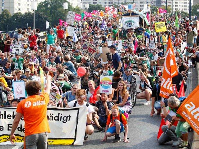 Miles de alemanes participan en marcha contra el racismo