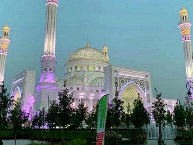 Rusia: inauguran la mezquita más grande de Europa a todo lujo