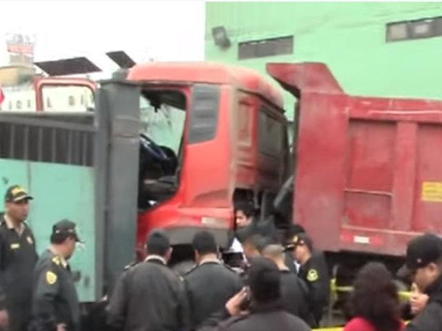 Independencia: conductor de camión fallece tras chocar contra comisaría