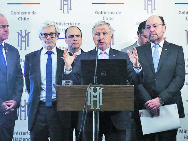 Chile lanza plan de US$ 3 mil millones para impulsar su alicaída economía