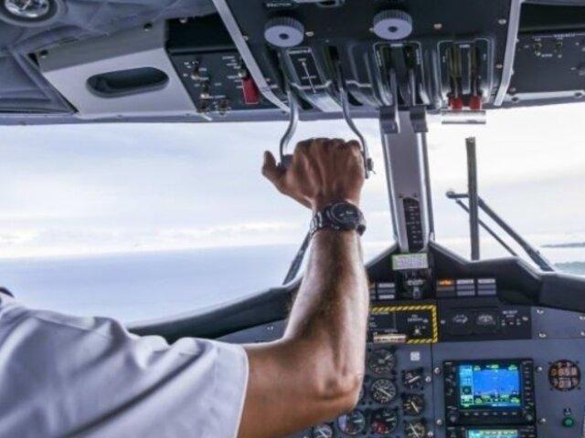 Piloto se desmaya en pleno vuelo y el avión aterriza con ayuda de un pasajero