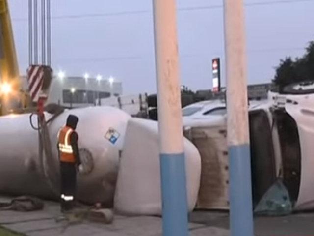 Callao: intentan retirar cisterna de gas tras aparatoso accidente