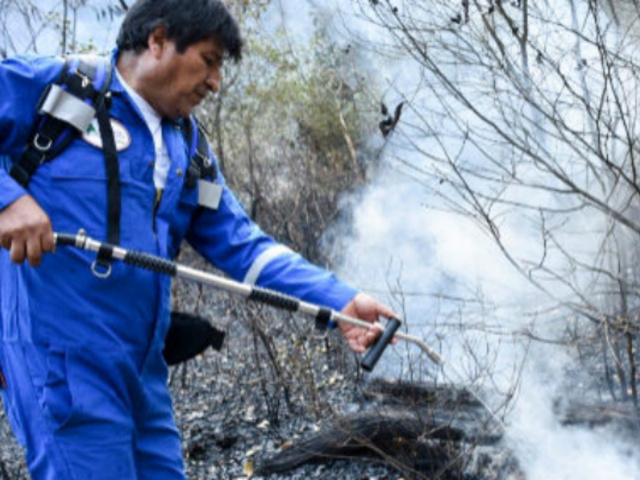 Bolivia: critican a Evo Morales por mostrarse apagando incendios en la Amazonía