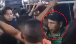 VIDEO: pasajeros obligan a acosador de una niña a bajarse del Metro