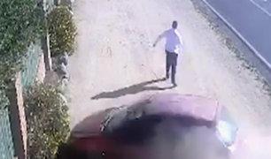 Chile: hombre se salvó de ser atropellado por auto desenfrenado