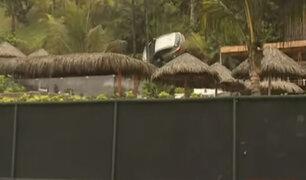 Miraflores: así se produjo el accidente que dejó una camioneta sostenida tan solo por una palmera