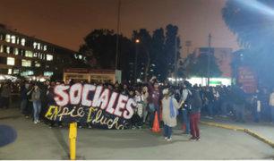 UNMSM: alumnos reclaman a rector por propuesta para culminar bypass