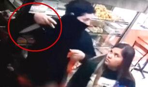 Surco: delincuente ingresa a robar en panadería con cuchillo