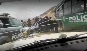La Libertad: 12 policías heridos y cinco vehículos quemados tras desalojo