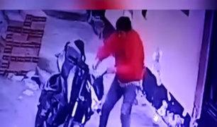 SMP: saca peineta de su zapato y la usa para robar motocicleta