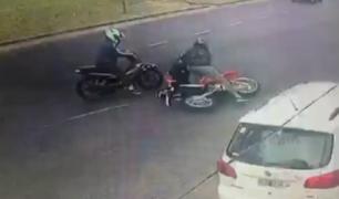 Argentina: mujer resistió fuertes golpes para evitar el robo de su moto