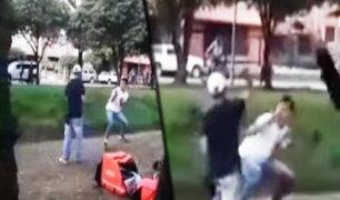 Dos repartidores de delivery se enfrentan con cuchillos en vía pública
