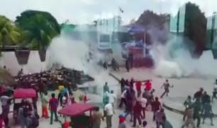 Iquitos: obreros de construcción se enfrentan a policías frente al gobierno regional