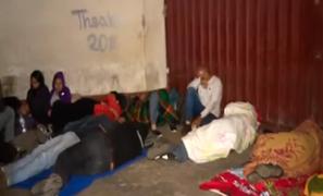 Venezolanos duermen en exteriores de la Diprove para tramitar antecedentes policiales