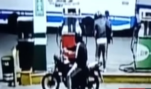 Piura: delincuentes en moto asaltan a trabajador de grifo