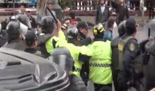 Surco: violento enfrentamiento entre mototaxistas informales y serenos
