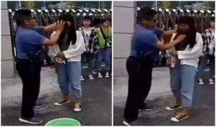 China: profesor desmaquilla a sus alumnas antes de entrar a clase