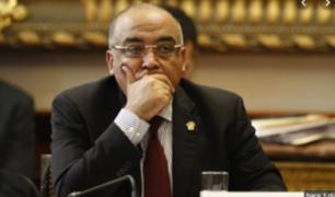 Francisco Villavicencio devolverá viáticos al Congreso por viaje a España