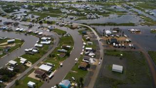 EEUU: impactantes imágenes de los estragos que deja el paso de tormenta 'Imelda' en Texas