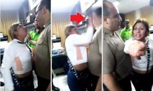 Mujer ebria insulta y cachetea varias veces a comisario en San Juan de Lurigancho