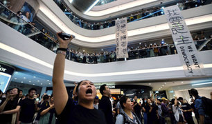 Manifestantes toman varios centros comerciales en Hong Kong