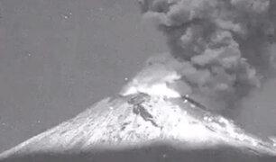 México: exhalación de volcán Popocatépetl alcanzó hasta 1200 metros de altura