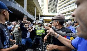 Venezuela: colectivos chavistas atacan manifestación de opositores