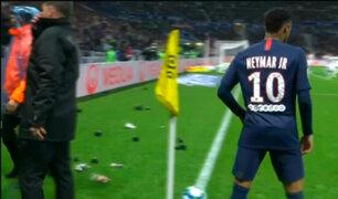 ¡No lo soportan!: Neymar anotó pero hinchas le lanzaron de todo