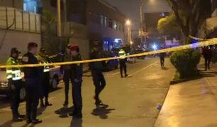 Surco: sujetos que escapaban de la policía dispararon a mujer para robarle auto