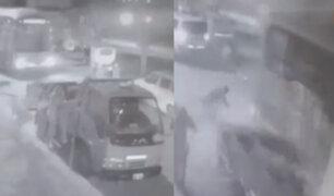 SJM: bus impacta contra camión estacionado en plena vía