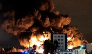 Francia: incendio de planta química provoca alerta de contaminación en río Sena