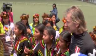 ¡Buena, 'profe'! Gareca recibió a delegación de fútbol femenino de pueblos originarios