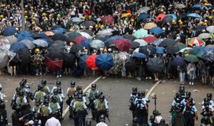 Con violentos disturbios conmemoran inicio de protestas en Hong Kong